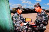 解放军战士配单兵育人信息机 酷似平板电脑