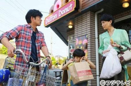 长谷川京子与织田裕二新剧剧照。