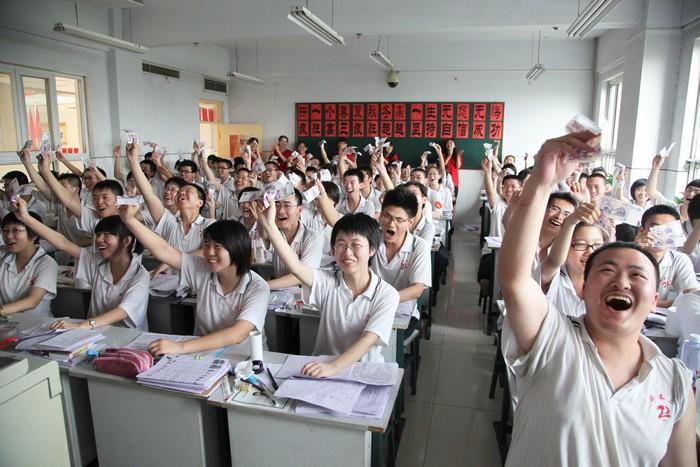 两张 衡水/为高三学生每人发放两张5元人民币。