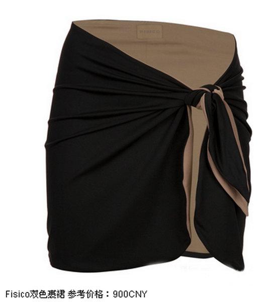 Miu Miu柠檬黄的连体抹胸泳衣是比骄阳还要耀眼的沙滩装备!设计上的蝴蝶结以及胸部抓皱设计,平胸也能穿出丰满感。沙滩后的行程是一个舒适的海边酒吧,只要套上一条呼应黄色的Tory Burch麦穗印花短裙以及挽上清雅有趣的Carve手提包就可以出发,Shourouk彩色水晶项链以及Giuseppe Zanotti Design夹趾凉鞋的高调,都有着让你成为灯光下闪亮主角的绝对可能! 在夏季的度假胜地,海军风总是组合着新的元素展现出新的魅力点。橙色的Dolce & Gabbana海军风分体式泳衣,给你