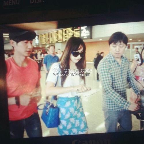 宋茜/宋茜抵达武汉粉丝接机拍图