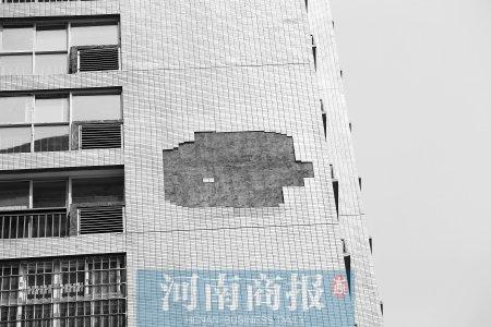 外墙的瓷砖也大面积脱落