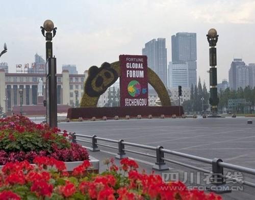 成都/四川在线消息(四川在线记者李庆)为提升成都市道路绿化景观,...