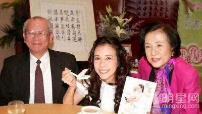 刘德华杨幂范冰冰古天乐 明星与父母罕见合影大曝光图片