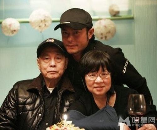 刘德华范冰冰古天乐明星与父母罕见合影大曝