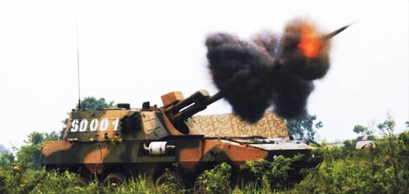 原文配图:某型122毫米轮式自行火炮。