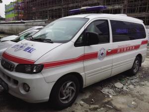 急救中心工作人员叫来的山寨救护车