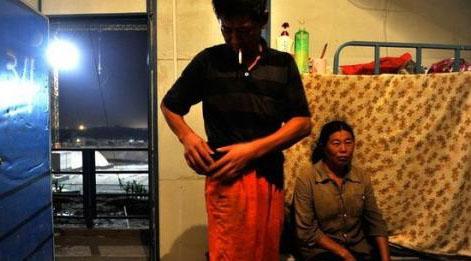 """露水夫妻_农民工""""露水夫妻"""":难耐需求 徘徊伦理边缘-搜狐女人"""