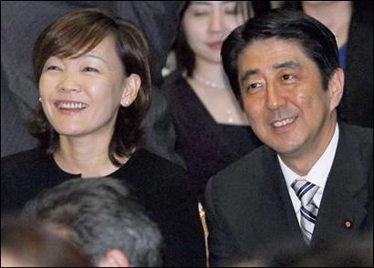 日本 安倍/资料图:日本首相安倍晋三与夫人昭惠。