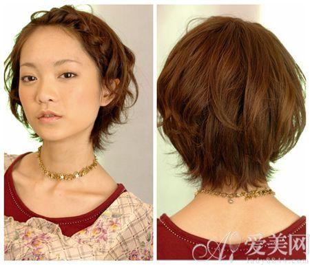 梳理头发,将短发梳理整齐,为编发做准备.