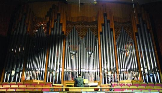 探秘重40吨亚洲最大管风琴(图)