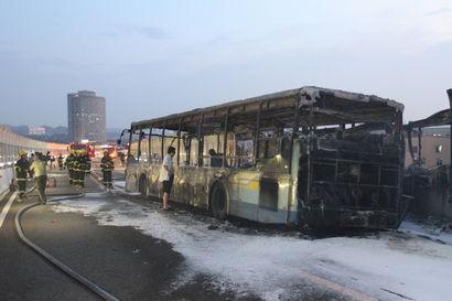 BRT烧得仅剩骨架。