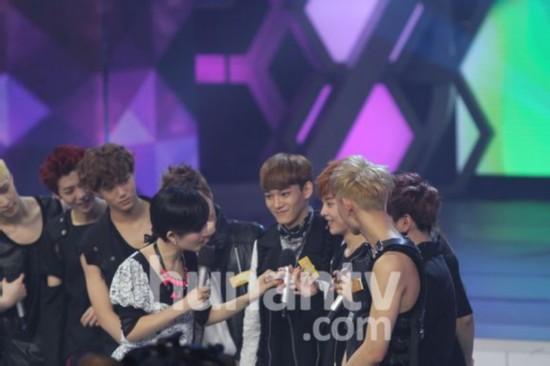 【组图】EXO携新专辑《XOXO》录制《快乐大本营》最新图片:狼族