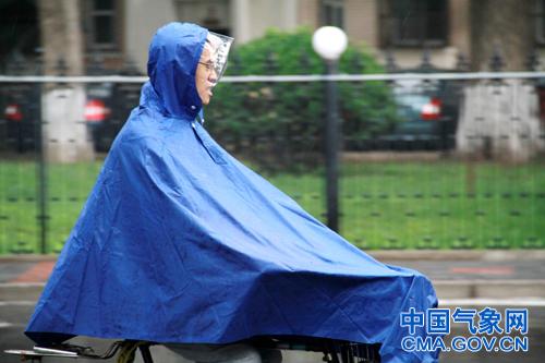 北京发布雷电、冰雹黄色预警 出行需加强防范