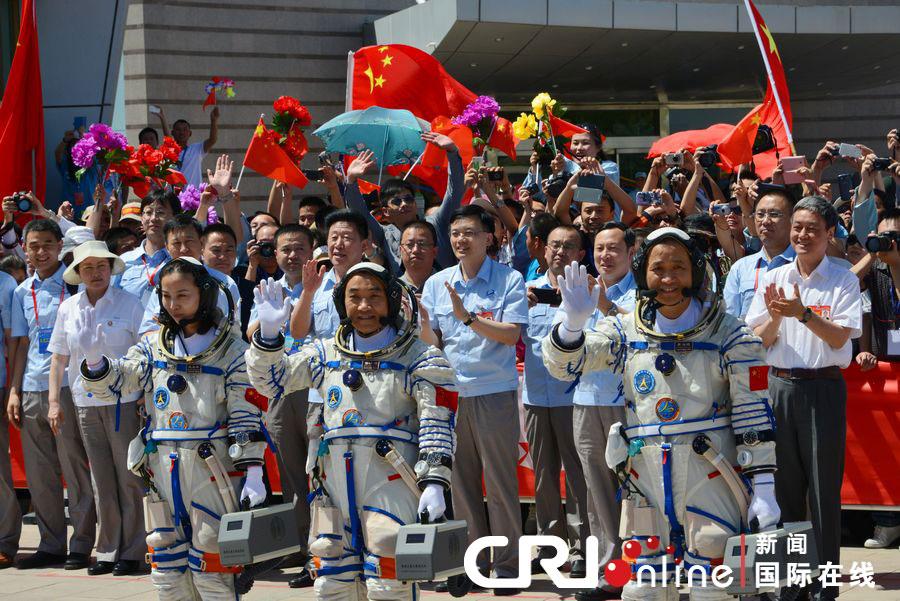 """""""神十""""航天员聂海胜、张晓光、王亚平。夏吉宣 摄"""