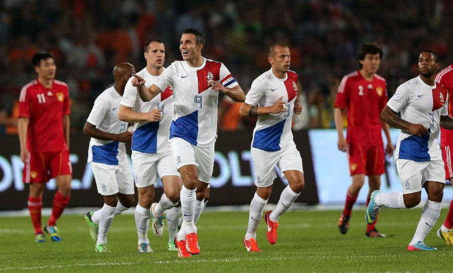 荷兰队内讧_6月11日,荷兰队球员罗本在比赛中.
