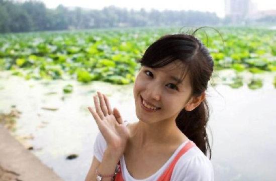 日妹妹综合_2013年04月14日,奶茶妹妹章泽天主持中国人民大学歌影年华.