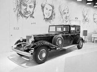 叶辰亮图片说明:下图:杜森伯格城市用车安放在即将开馆的上海电影博物馆展厅一侧。 本报记者 叶辰亮 摄