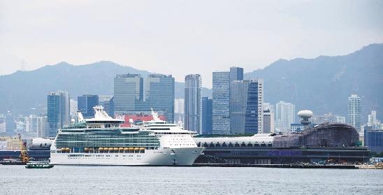 巨型游轮_巨型邮轮抵香港(图)