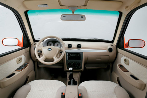 2001年9月秦川汽车在西安奥拓的基础上,全新开发了福莱尔轿高清图片