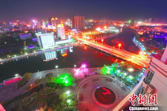 新疆南部库尔勒市惊艳夜景 高处鸟瞰壮观(组图)