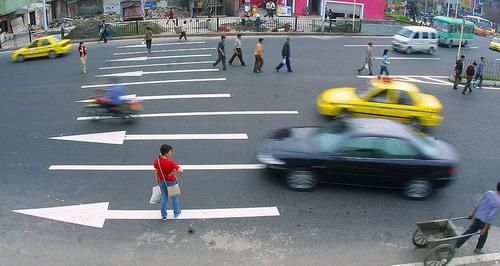 武汉聘3000协警整治乱穿马路 工资开销9000万