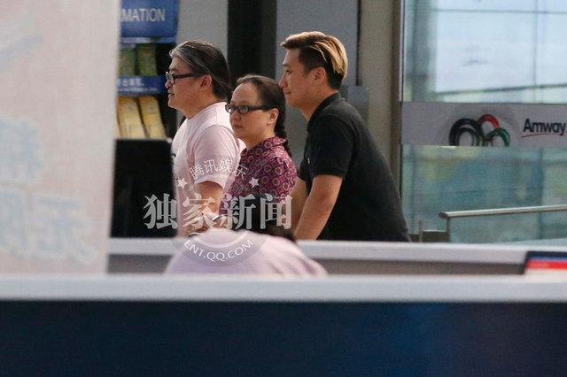刘欢/刘欢与妻子携手秀恩爱