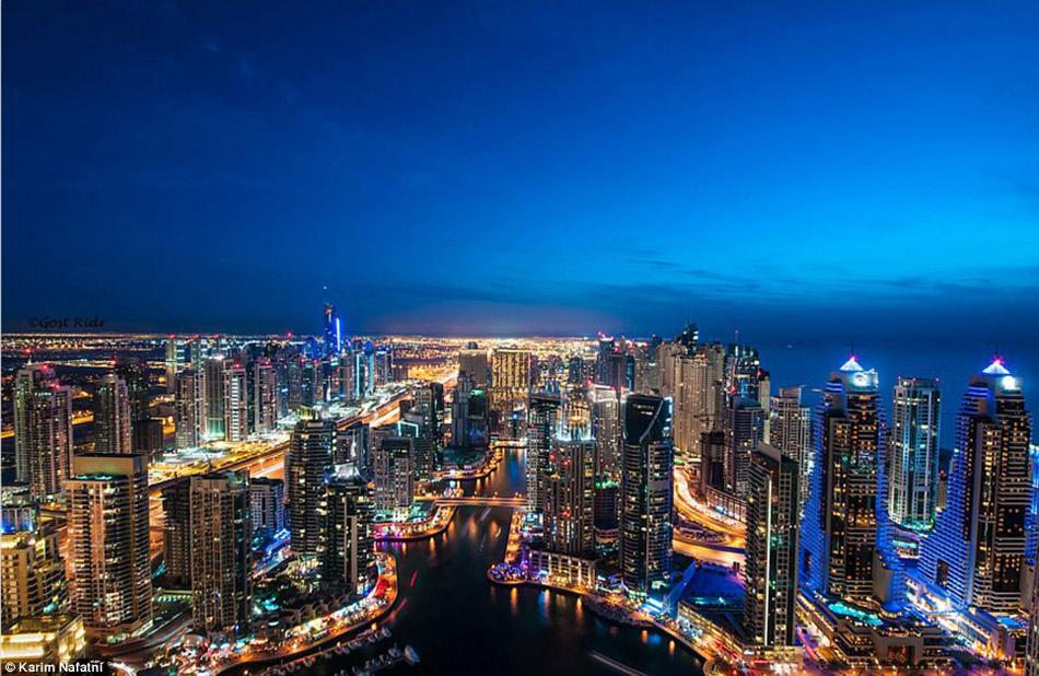 迪拜飞行员万米高空拍机舱内景(高清组图)