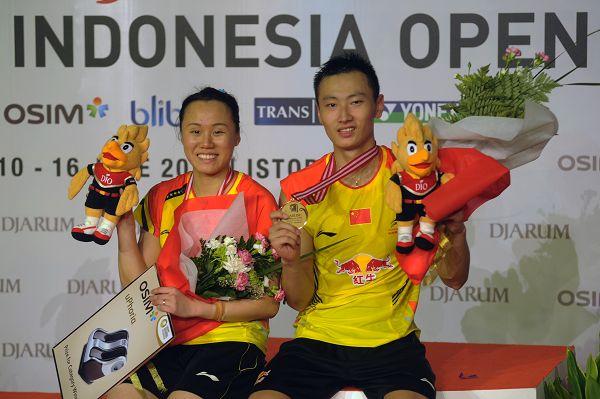 图文:2013印尼羽毛球超级赛 张楠赵云蕾夺冠