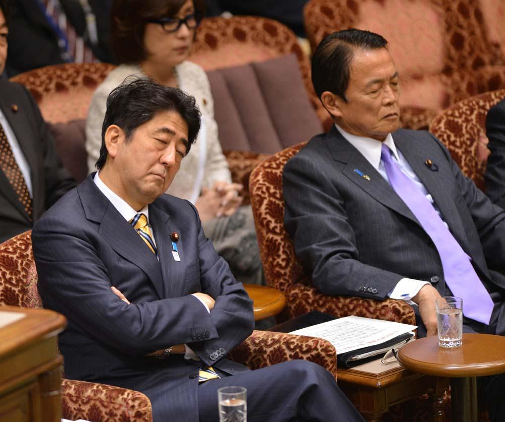中国 奥巴马/参加17日八国峰会的日本首相安倍晋三提前3天到达欧洲,在波兰...