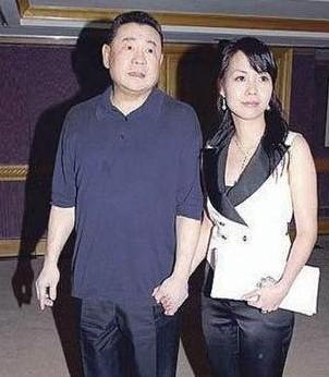 刘銮雄与甘比(资料图)