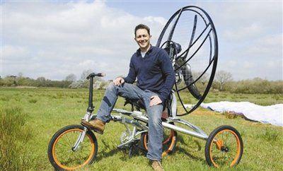 里德发明的飞行自行车可在1200米高空持续飞行3小时。