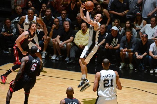 2013年NBA总决赛第七场,马刺88-95惜败热火,无缘总冠军.以下是图片