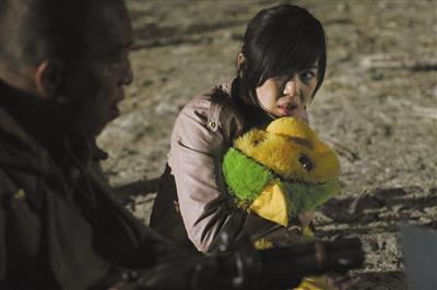 余男/余男称拍《敢死队2》不为刻意转型,而对于《无人区》(图)她也...