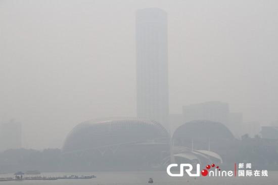 印尼山火引发雾霾再袭新加坡(组图)