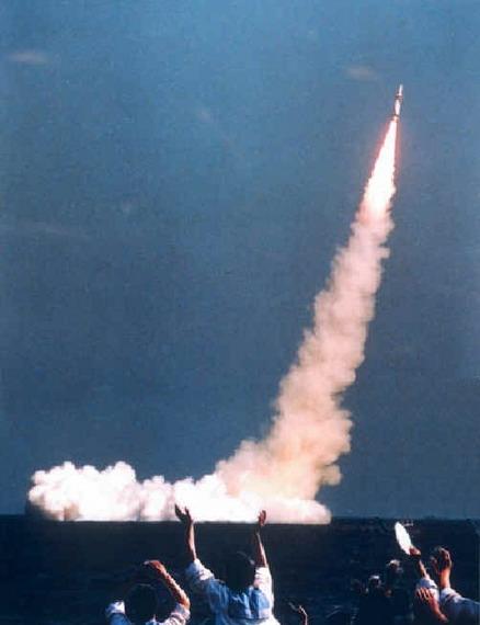 资料图:国外军事杂志上广为流传的中国海军巨浪-1潜射洲际导弹。