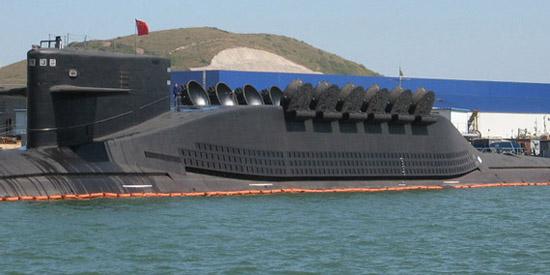 """资料图:092改型核潜艇打开全部""""巨浪1""""发射筒。"""