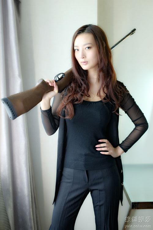 王李丹电影_电影新闻    黑色喜剧电影《谜失的游艇》近日在厦门开机,发布会上