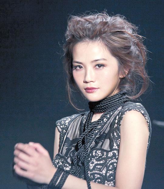 阿Sa拍MV大玩SM 捆绑称感觉挺爽 搜狐女人