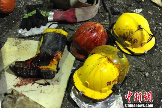 6月19日21时30分,朔州市开发区一饭店发生爆炸事故,截止到20日8点,已造成3人死亡,其中包括一名现场救援的消防战士,另有149人在医院接受治疗和观察。 孙江 摄