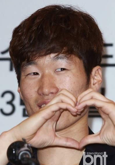 韩国球星朴智星_韩国球星朴智星重返曼联出任球队形象大使图