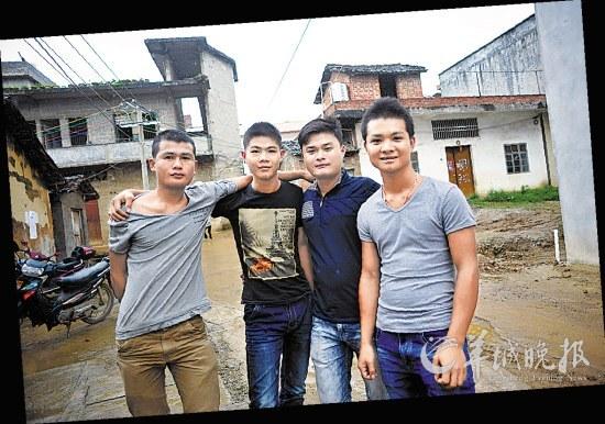 从加纳死里逃生回到家乡的上林县塘马村年轻图片