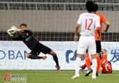 中超图:上海东亚1-0武汉卓尔 吴龑侧身救险