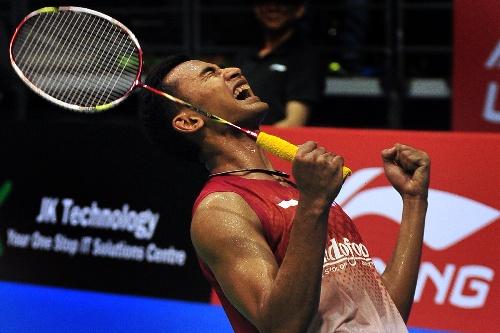 2013新加坡羽毛球赛 跪地庆祝