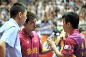 图文:2013乒超联赛第二轮 张继科指导张超