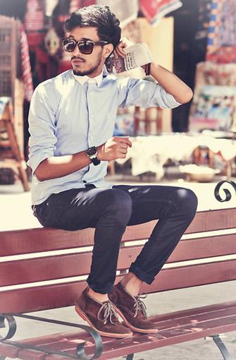 浅色的九分裤可以搭配海军蓝的麂皮质感的乐福鞋