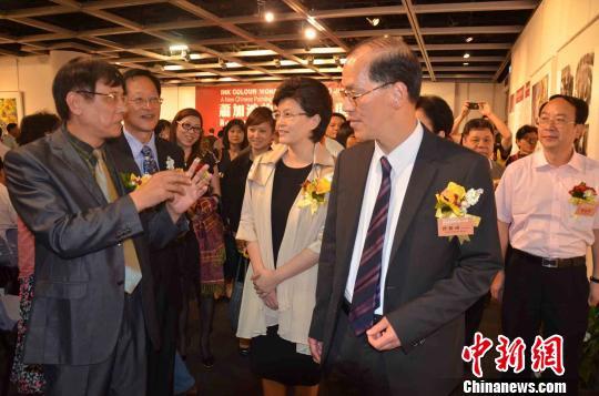 ...墨彩魔方世界 新中国画展 的开幕式,并为此次画展开展剪彩 宋...