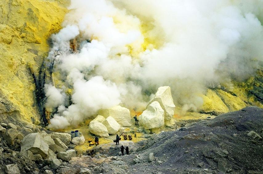 看钢筋图_实拍火山口谋生的印尼硫磺矿工(组图)-搜狐滚动
