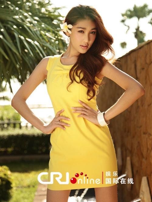 泰国人妖皇后清凉写真 低胸装秀傲人上围组图