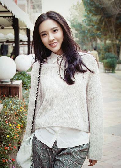 唐艺昕,中国女演员.毕业于重庆大学美视电影学院,因在《甄嬛传》